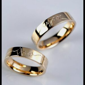 Couple Band Rings With Red Rose Case